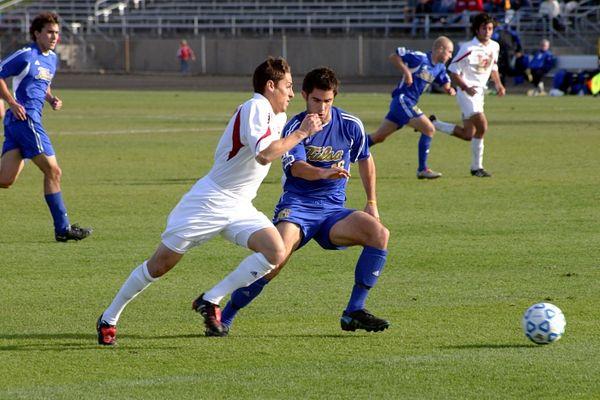 600px-College_soccer_yates_iu_v_tulsa_2004